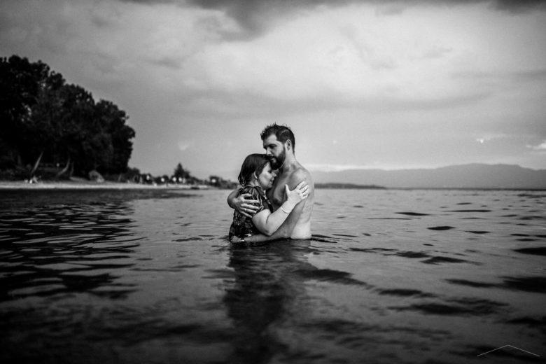 vanessa amiot photographe - photographe thonon - couple dans l eau -