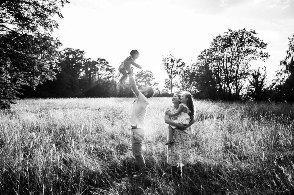 vanessa-amiot-photographe-famille-au-naturel-thonon